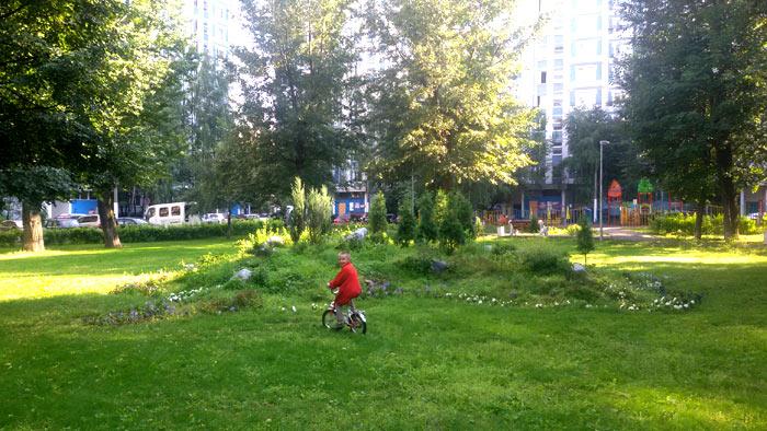 Альпийская горка в московской дворе